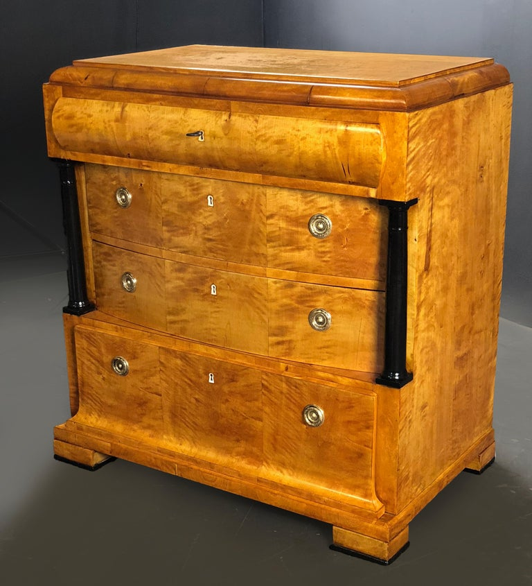 19th Century Birch Wood and Brass Biedermeier German Commode In Excellent Condition For Sale In Santander, ES