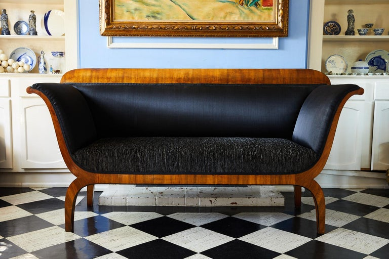 Early 19th Century Biedermeier Sofa of Cherry in Black Horsehair Fabric For Sale 5