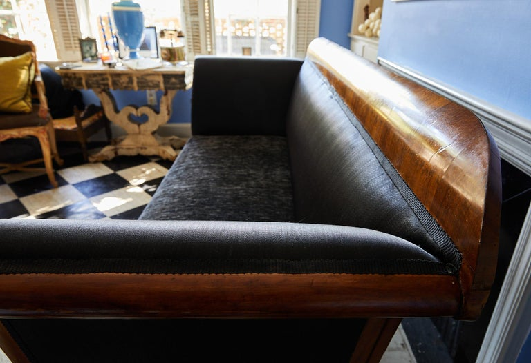 Early 19th Century Biedermeier Sofa of Cherry in Black Horsehair Fabric For Sale 3