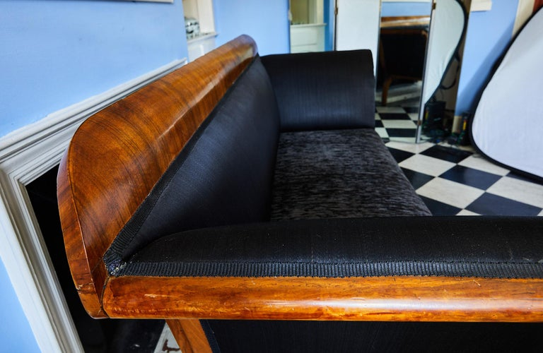 Early 19th Century Biedermeier Sofa of Cherry in Black Horsehair Fabric For Sale 4