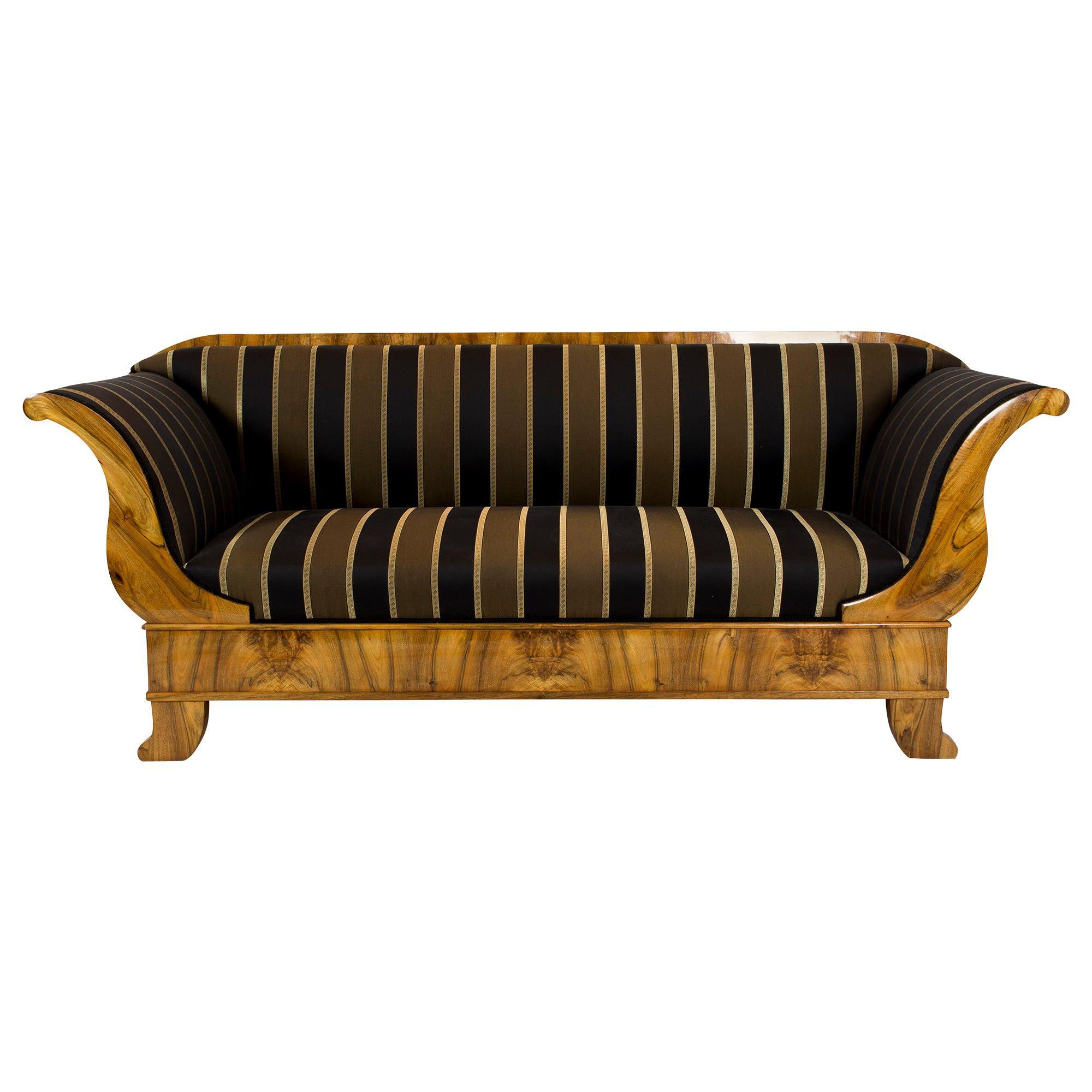 Early 19th Century Biedermeier Walnut Sofa from Germany