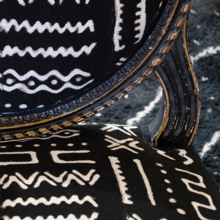 Early 19th Century Black and Gilded Armchair Black and White Ethnic Fabric For Sale 4