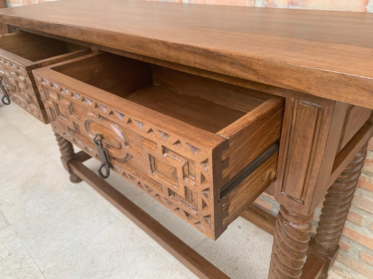 Early 19th Century Carved Walnut Wood Catalan Spanish Console Table For Sale 5
