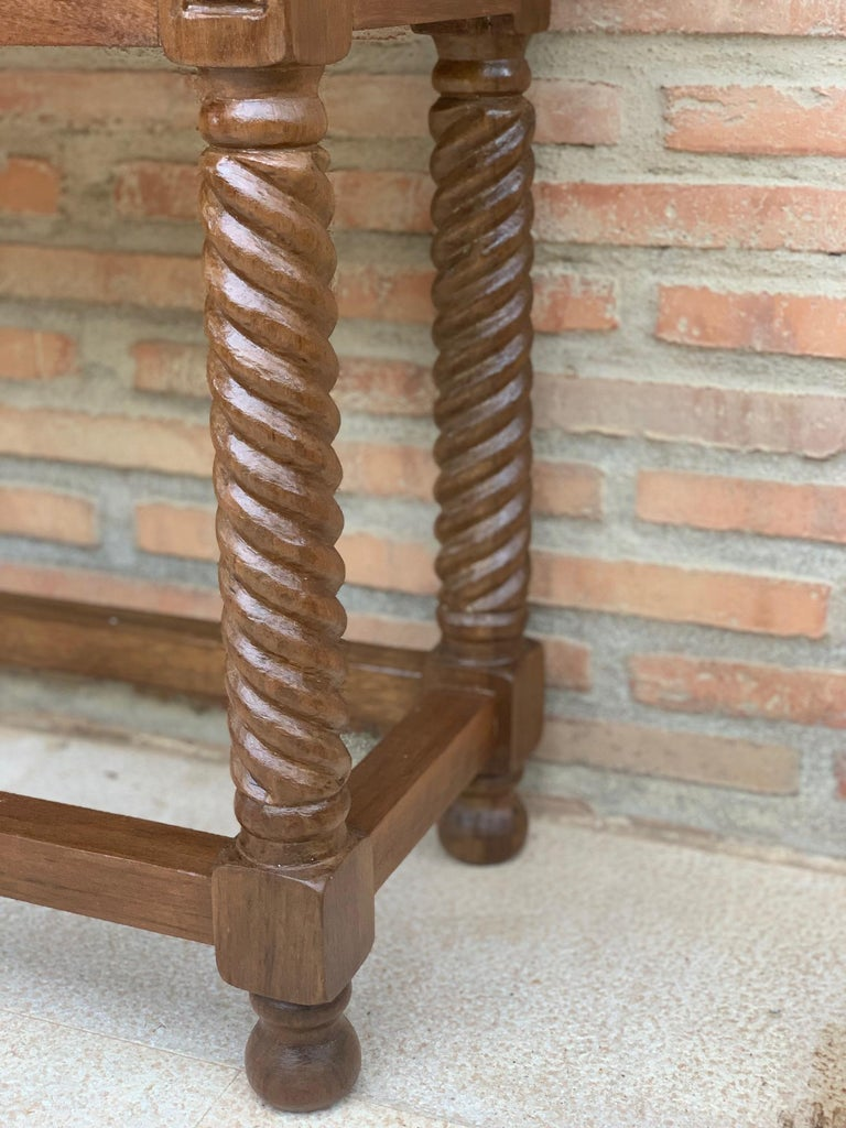 Early 19th Century Carved Walnut Wood Catalan Spanish Console Table For Sale 7
