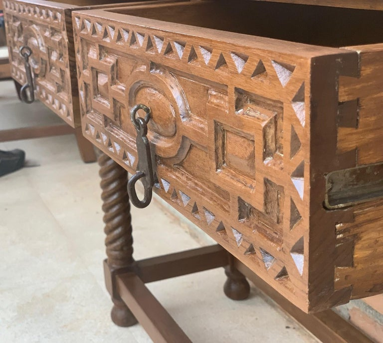 Early 19th Century Carved Walnut Wood Catalan Spanish Console Table For Sale 3