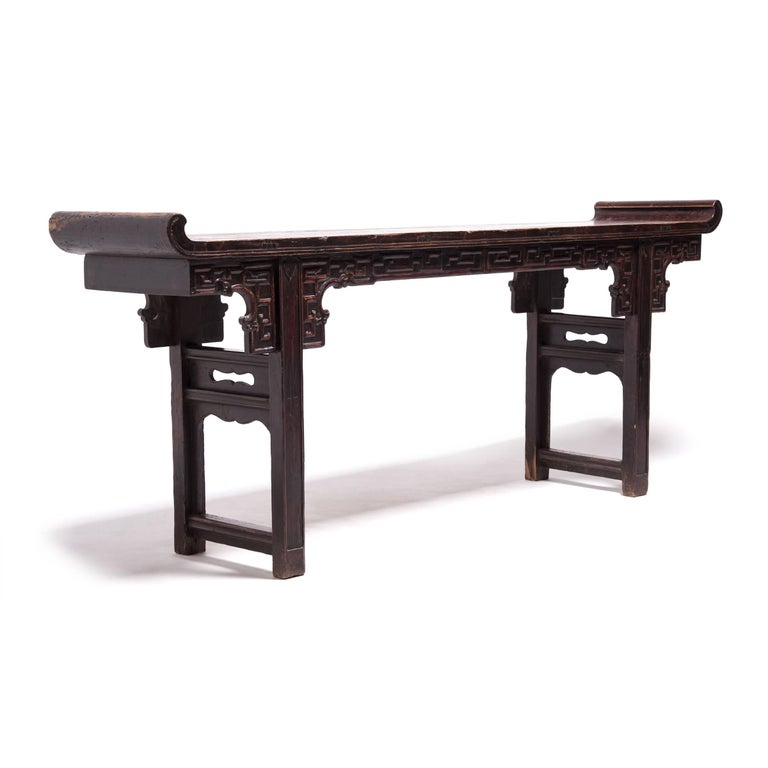Early 19th Century Chinese Altar Table with Everted Ends In Good Condition For Sale In Chicago, IL