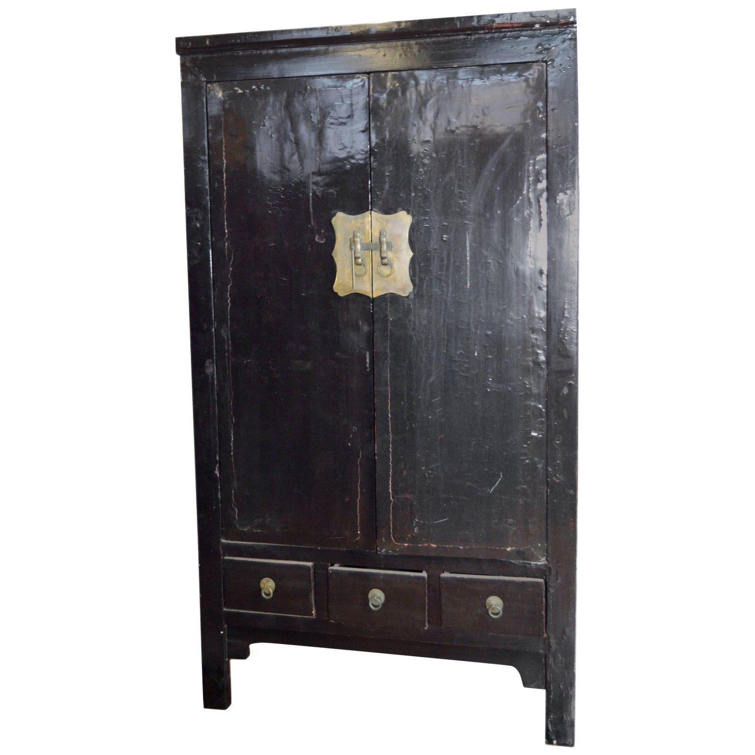 Early 19th Century Chinese Black Lacquered Wardrobe With Drawers And Shelves