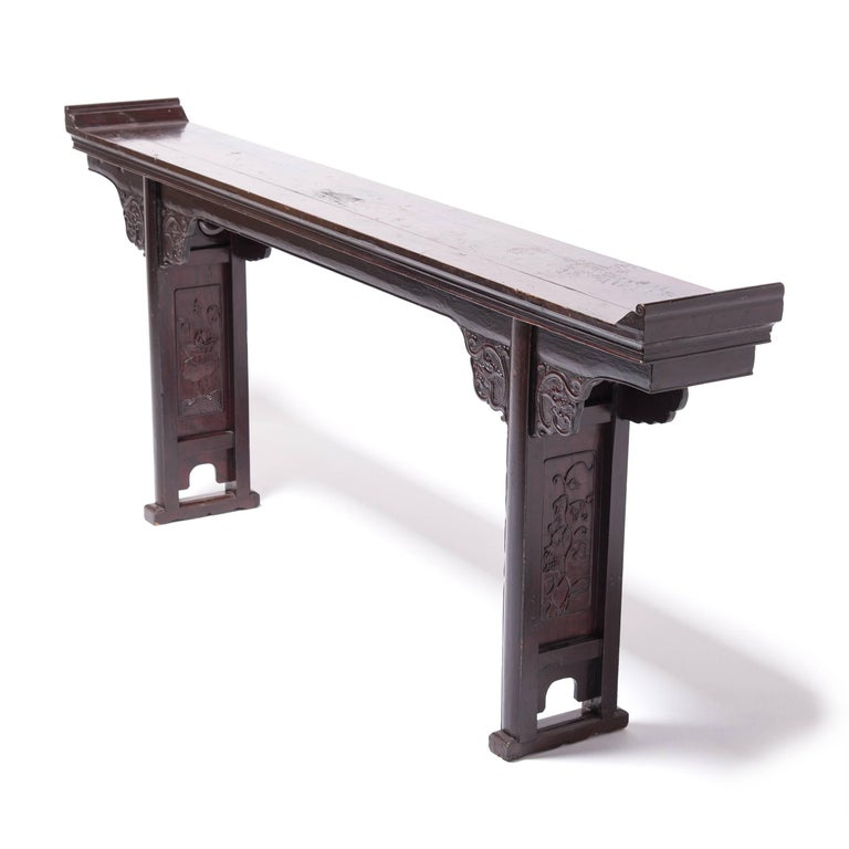 Early 19th Century Chinese Eight Dragons Flanked Altar Table In Good Condition For Sale In Chicago, IL