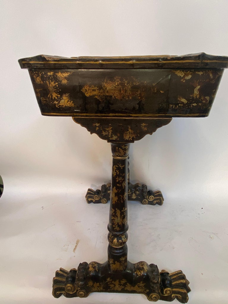Early 19th Century Chinese Export Lacquer and Gilt Sew Working Table For Sale 6