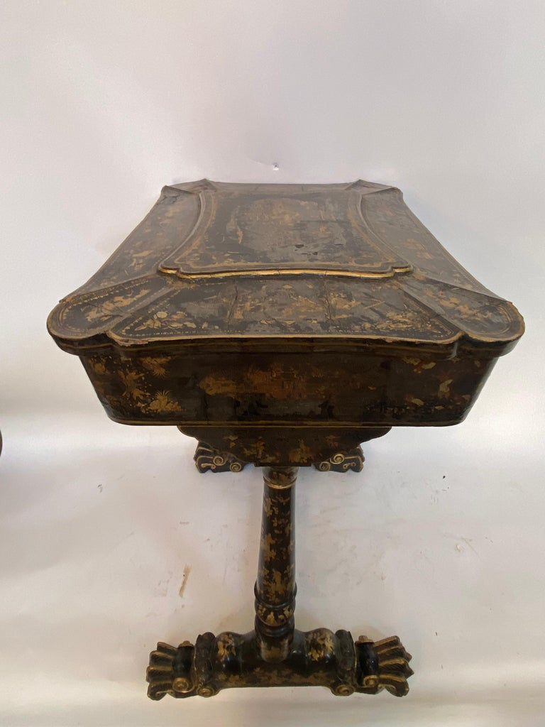 Early 19th Century Chinese Export Lacquer and Gilt Sew Working Table For Sale 7