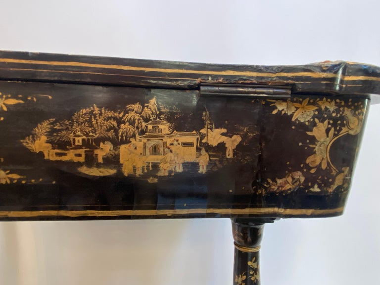 Early 19th Century Chinese Export Lacquer and Gilt Sew Working Table For Sale 9