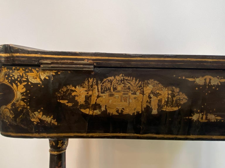 Early 19th Century Chinese Export Lacquer and Gilt Sew Working Table For Sale 10