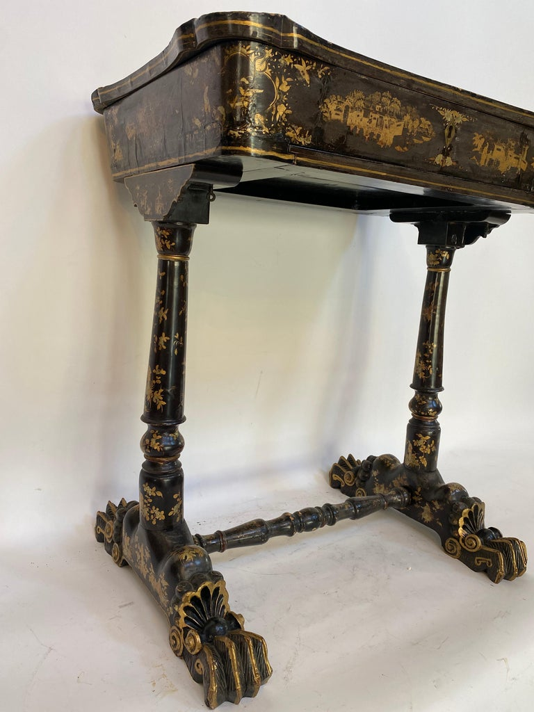 Lacquered Early 19th Century Chinese Export Lacquer and Gilt Sew Working Table For Sale