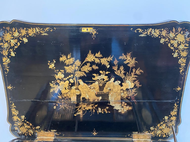 Early 19th Century Chinese Export Lacquer and Gilt Sew Working Table For Sale 2