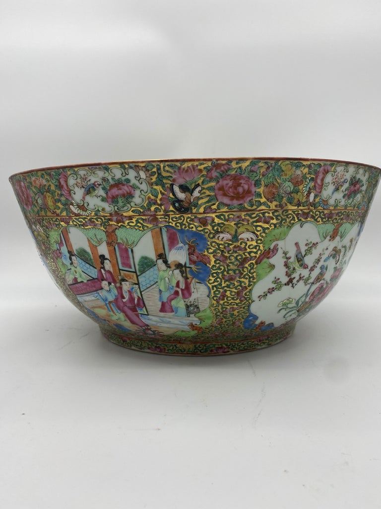 19th century Chinese famille rose porcelain large bowl from the Qing Dynasty. Very unique and hard to find, with a 40 cm diameter. Decorated all over beautifully with ancient Chinese people and magnificent flowers and birds.