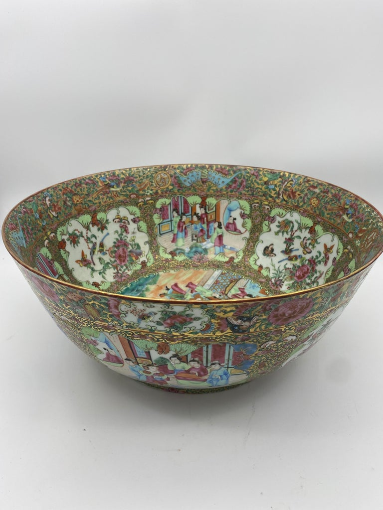 19th Century Chinese Famille Rose Porcelain Large Bowl For Sale 1