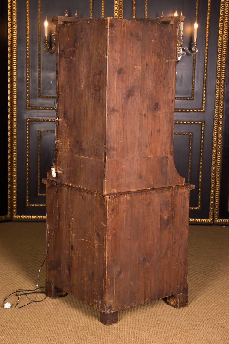 Early 19th Century Classic Biedermeier Corner Vitrine from South Germany For Sale 5