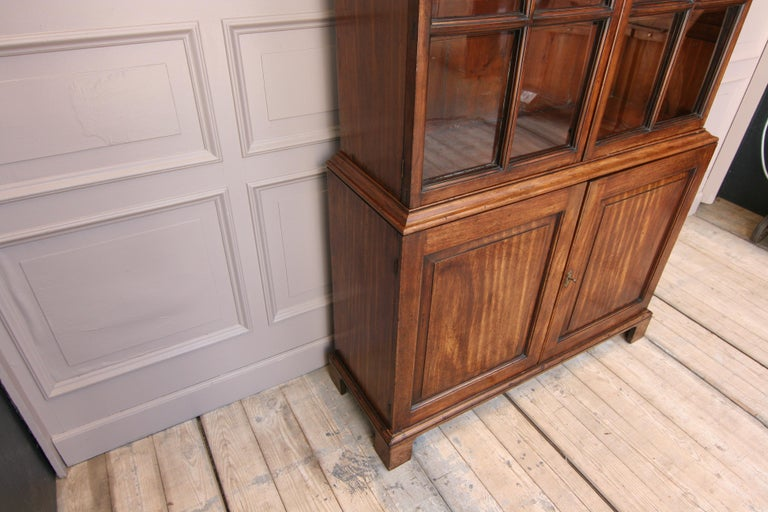 Early 19th Century English China Cabinet Made of Mahogany For Sale 5