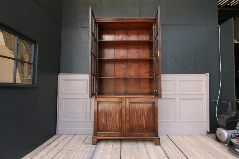 Georgian Early 19th Century English China Cabinet Made of Mahogany For Sale