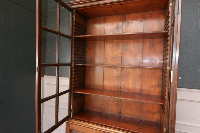 British Early 19th Century English China Cabinet Made of Mahogany For Sale