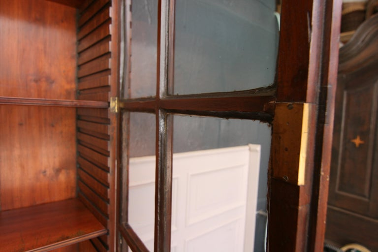 Early 19th Century English China Cabinet Made of Mahogany In Good Condition For Sale In Dusseldorf, DE