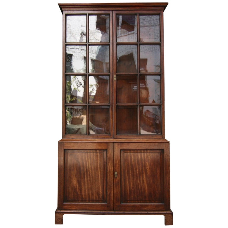 Early 19th Century English China Cabinet Made of Mahogany For Sale