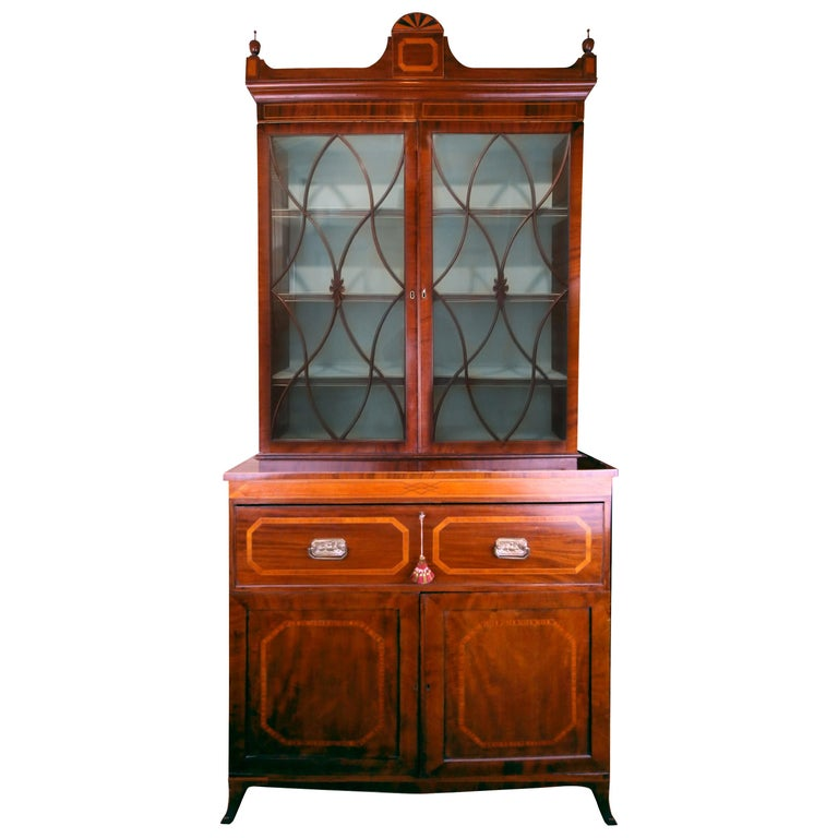 Early 19th Century English Hepplewhite Regency Secretary Bookcase and Cabinet For Sale