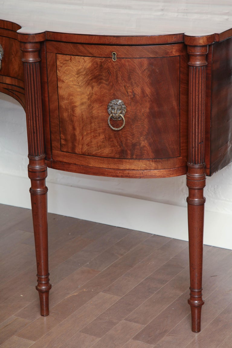 Early 19th Century English Regency Sideboard In Good Condition For Sale In New York, NY