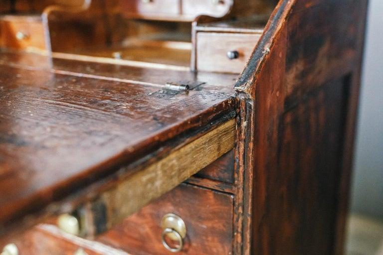 Early 19th Century English Vernacular Pine Bureau For Sale 5