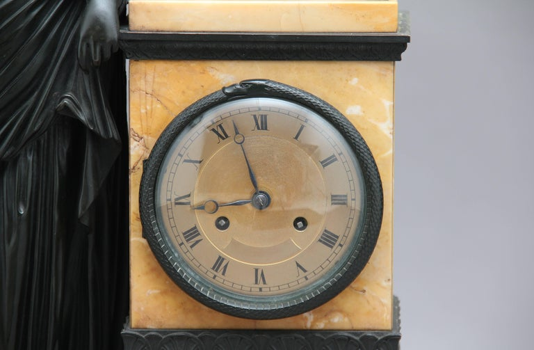 Early 19th Century French Bronze and Marble Mantel Clock For Sale 5
