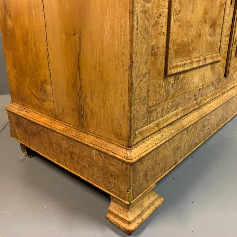 Early 19th Century French Burr Ass Buffet Sideboard For Sale 1