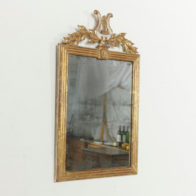 Early 19th Century French Empire Period Giltwood Mirror with Lyre and Garland In Good Condition For Sale In Fayetteville, AR