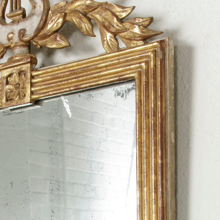 Early 19th Century French Empire Period Giltwood Mirror with Lyre and Garland For Sale 3