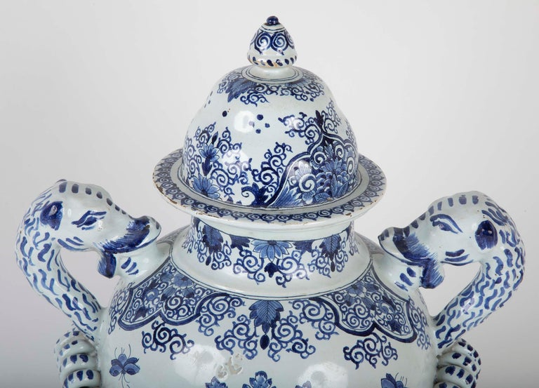 Early 19th Century French Faience Lidded Jar In Good Condition For Sale In Stamford, CT
