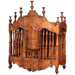 Early 19th Century French Louis XV Carved Walnut Panetière Cabinet from Provence