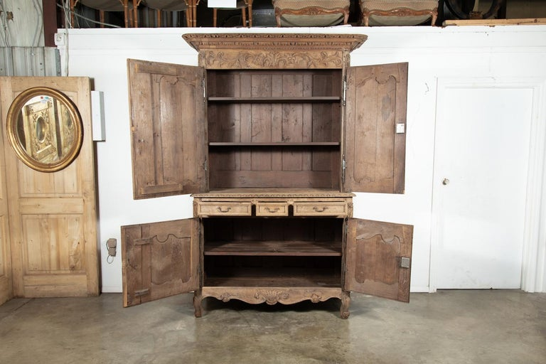 Early 19th Century French Louis XV Washed Oak Buffet Deux Corps In Good Condition For Sale In Birmingham, AL