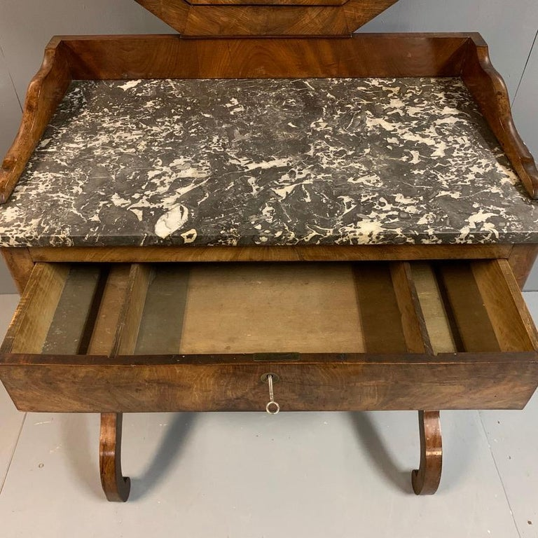 Early 19th Century French Mahogany and Marble-Top Dressing Table with a Drawer For Sale 7