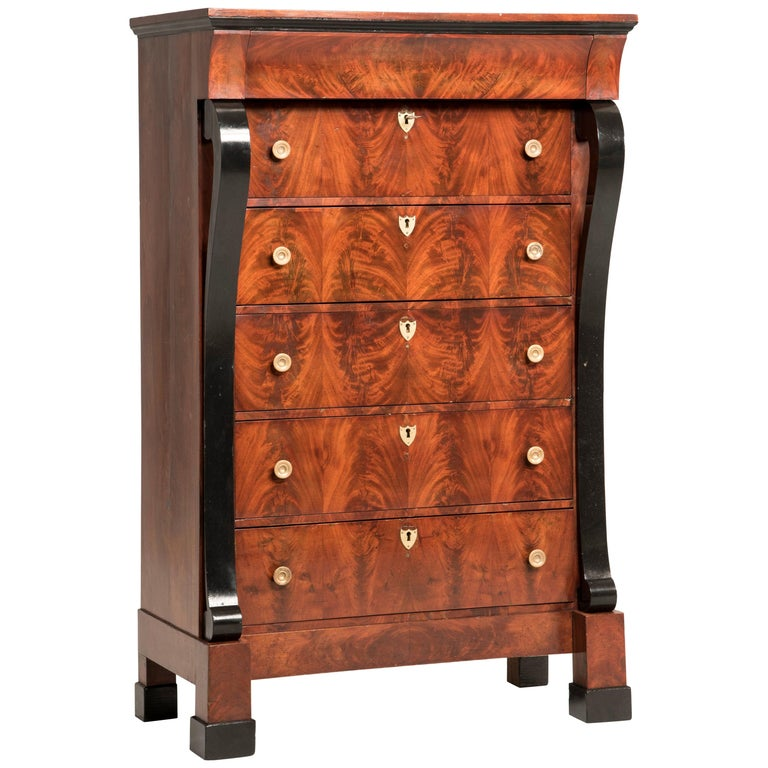 Early 19th Century French Mahogany Wood Chest of Drawers For Sale