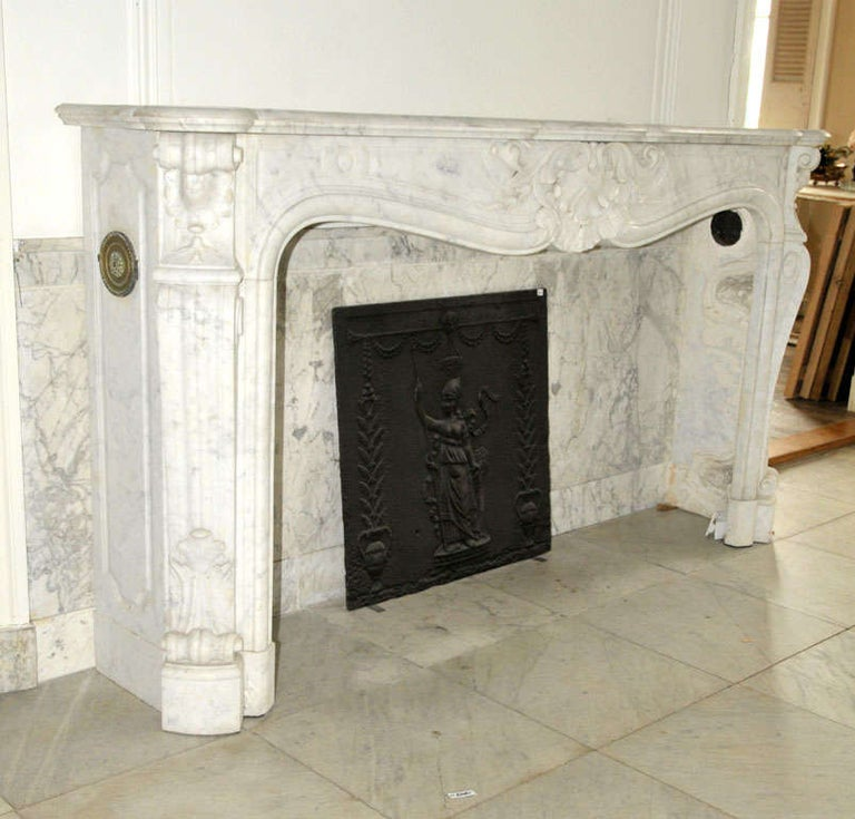 Early 19th Century French Rococo White Carrara Marble Grand Mantel Piece In Good Condition For Sale In Baambrugge, NL