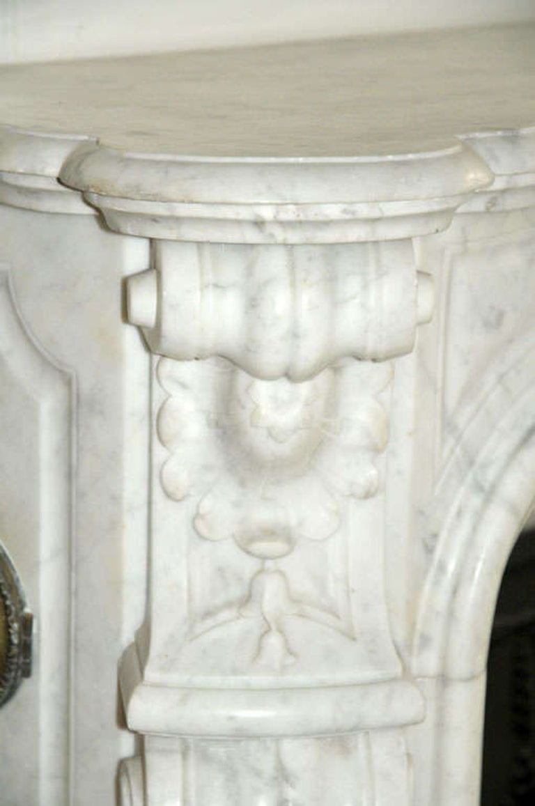 Early 19th Century French Rococo White Carrara Marble Grand Mantel Piece For Sale 3