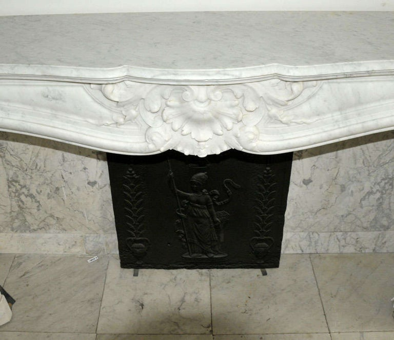 Early 19th Century French Rococo White Carrara Marble Grand Mantel Piece For Sale 5