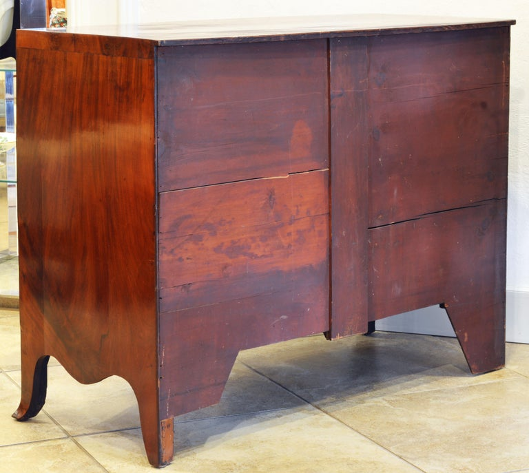 Veneer Early 19th Century George III Bow Front Caddy Top Mahogany Chest of Drawers