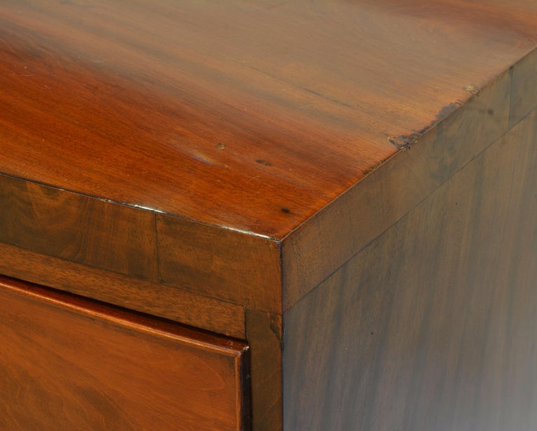 Early 19th Century George III Bow Front Caddy Top Mahogany Chest of Drawers In Good Condition For Sale In Ft. Lauderdale, FL