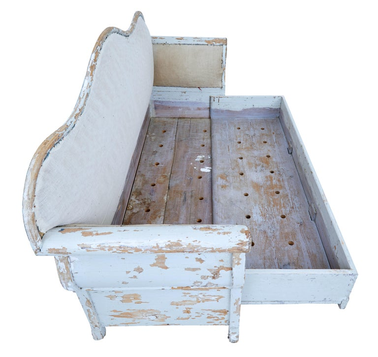 Early 19th Century Gustavian Painted Pine Sofa Bed In Fair Condition For Sale In Debenham, Suffolk