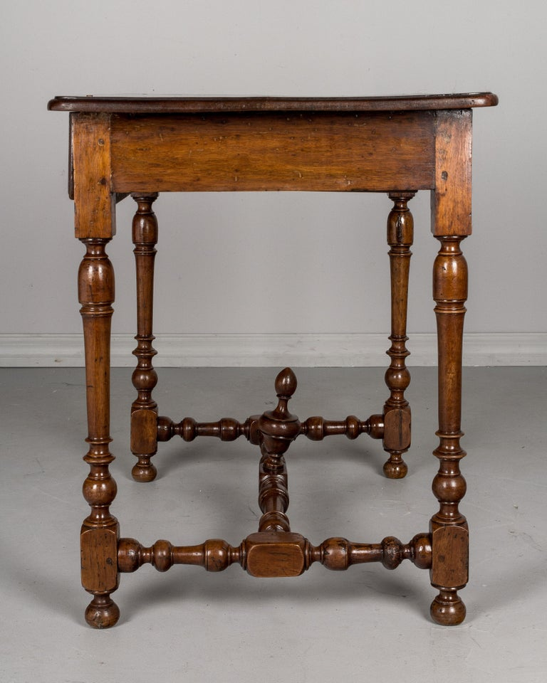 early 19th century louis xiii style side table for sale at. Black Bedroom Furniture Sets. Home Design Ideas
