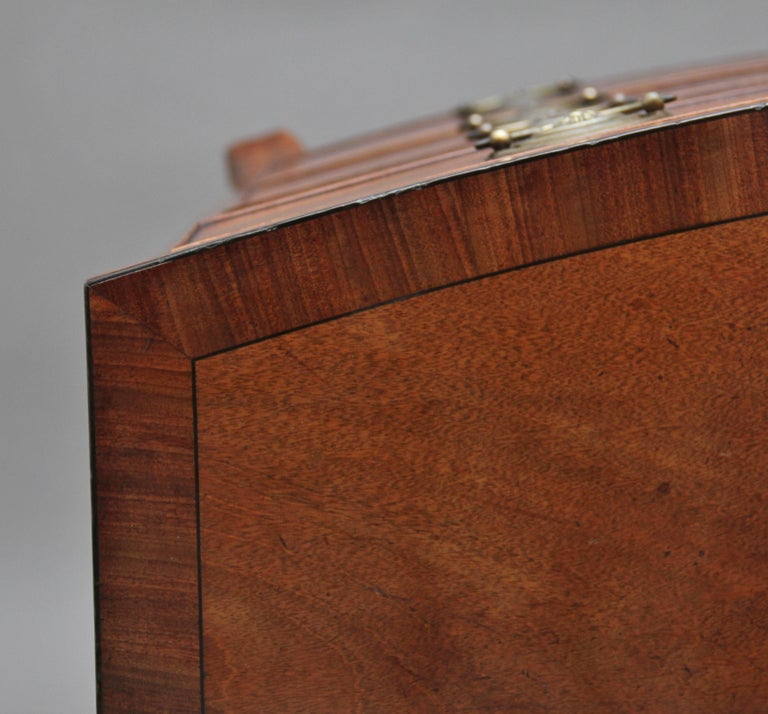 Early 19th Century Mahogany Bow Front Chest For Sale 3