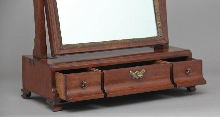 English Early 19th Century Mahogany Dressing Table For Sale