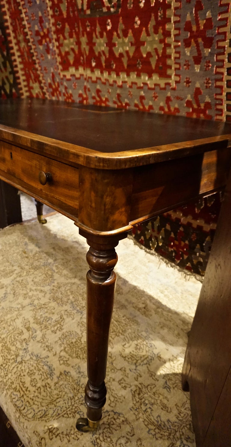 Early 19th Century Mahogany Gillows Lancaster Writing Desk on Casters For Sale 7