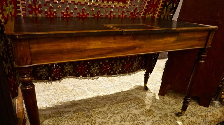 Early 19th Century Mahogany Gillows Lancaster Writing Desk on Casters For Sale 12