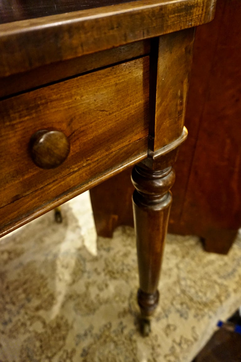 Early 19th Century Mahogany Gillows Lancaster Writing Desk on Casters For Sale 2